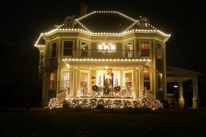professional holiday decorator
