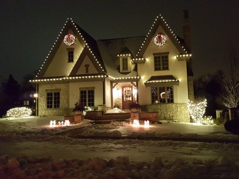 professionally installed holiday lights